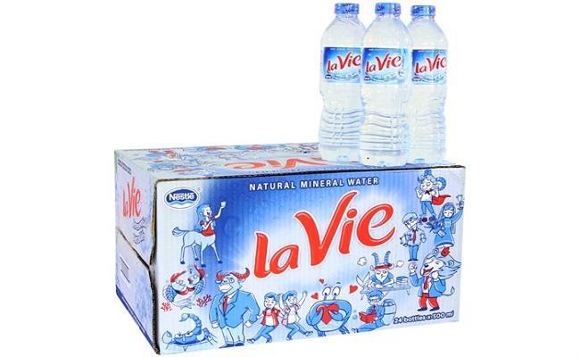 1 thùng nước suối Lavie bao nhiêu tiền?