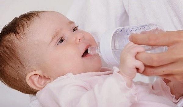Cách nhận biết triệu chứng mất nước ở trẻ em