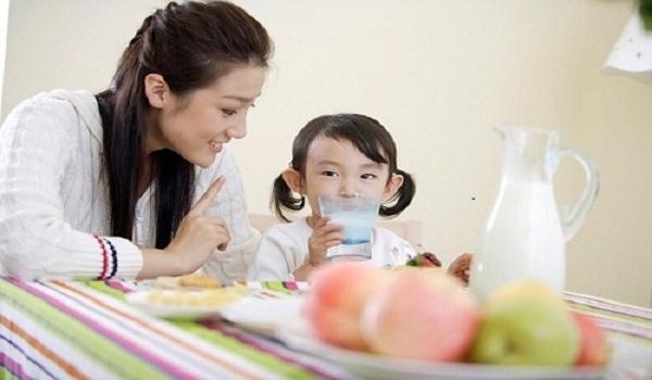 Có nên sử dụng nước khoáng nước tinh khiết để nấu ăn?