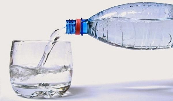 Không nên lạm dụng nước khoáng và nước tinh khiết