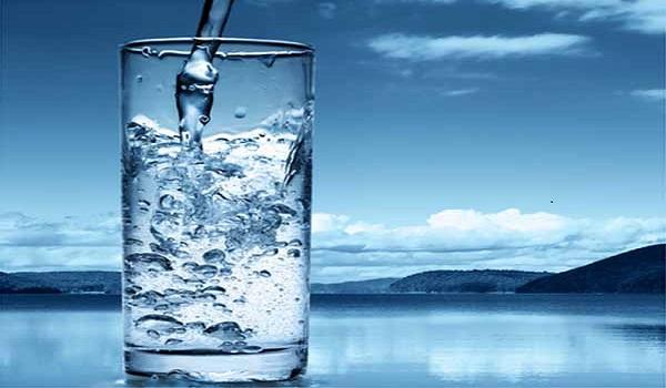 Không nên uống nhiều nước tinh khiết khi nào?