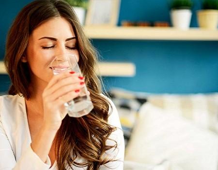 Lợi ích của việc uống nước khi bụng đói