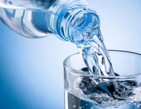 Uống nước để lâu ngày có hại cho sức khỏe không?