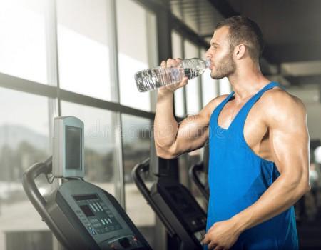 Sử dụng nước uống khi tập thể dục như thế nào?