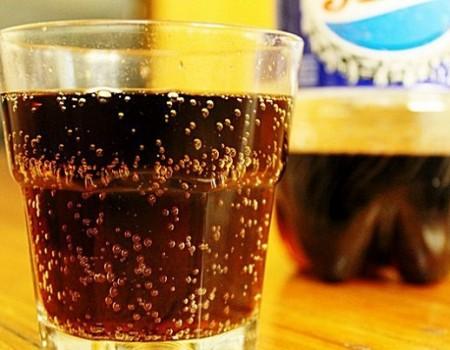 Điều gì sẽ xảy ra khi uống nước ngọt có ga mỗi ngày?