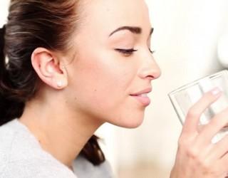 Làm thế nào để bổ sung đủ nước cho cơ thể khi trời lạnh?