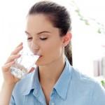 Tác hại của việc uống quá ít hoặc quá nhiều nước mỗi ngày